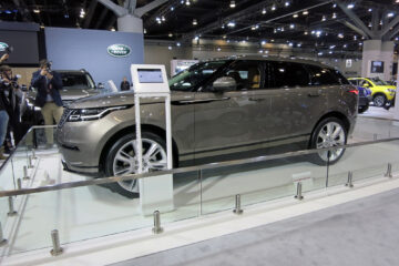 Side profile of the 2018 Range Rover Velar