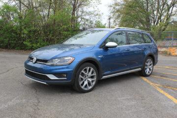 2018 Volkswagen Golf Alltrack exterior - 3