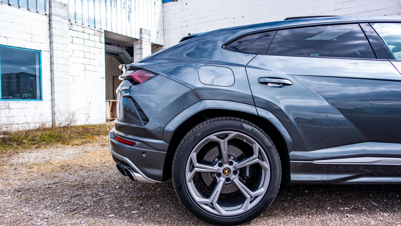 Test Drive the 2019 Lamborghini Urus   Vicarous Magazine