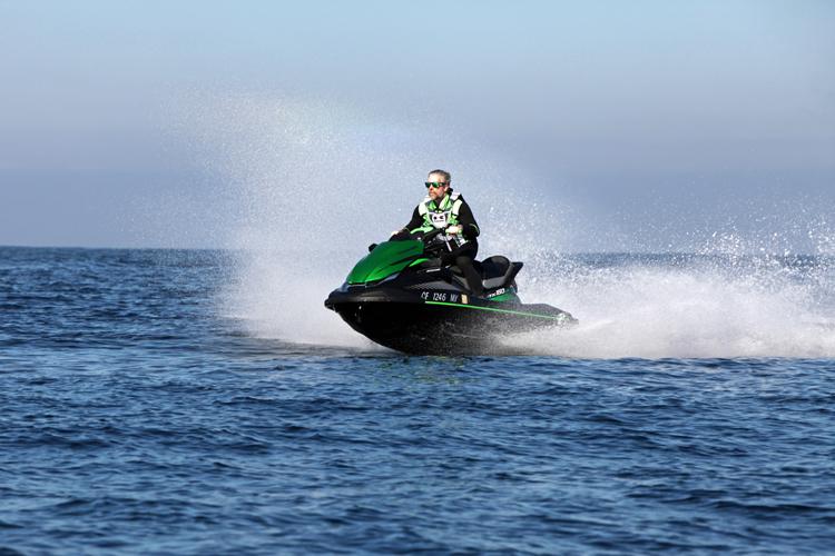 Kawasaki-STX160-LX-Jet-Ski-15
