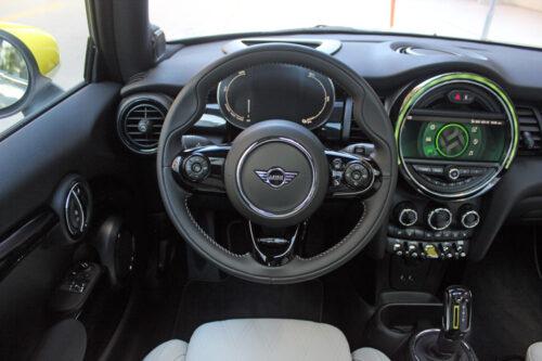 2020 Mini Cooper SE dash