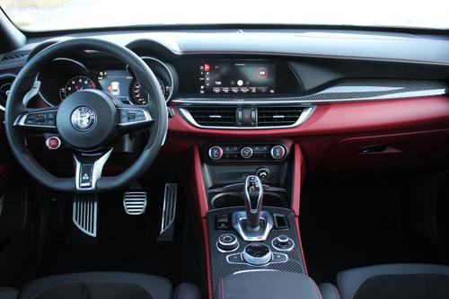 2020-Alfa-Romeo-Stelvio-Quadrifoglio-18
