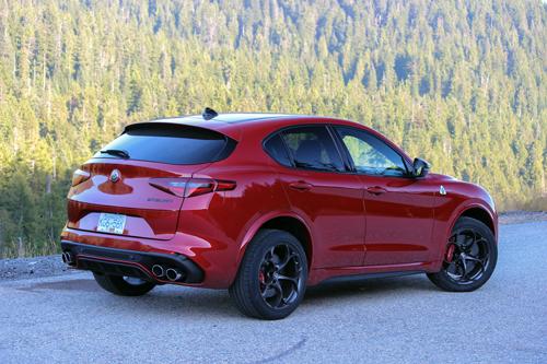 2020 Alfa Romeo Stelvio Quadrifoglio-