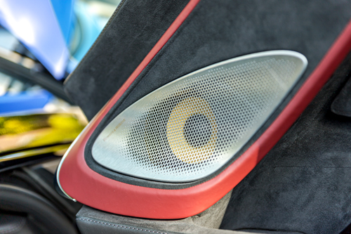 2020-McLaren-570GT-speakers