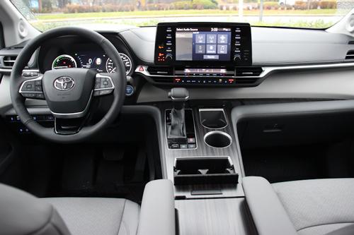 2021-Toyota-Sienna-17