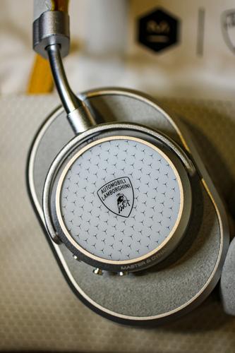 MW65-Automobili-Lamborghini-Wireless-Headphones-8