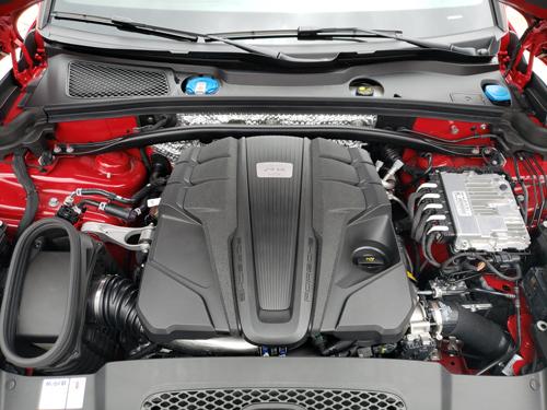2021-Porsche-Macan-GTS-engine