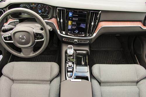 2021-Volvo-V60-T8-Inscription-11
