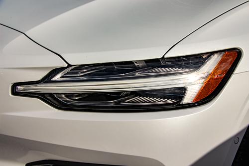 2021-Volvo-V60-T8-Inscription-2