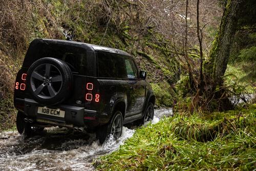 2022-Land-Rover-Defender-V8-3