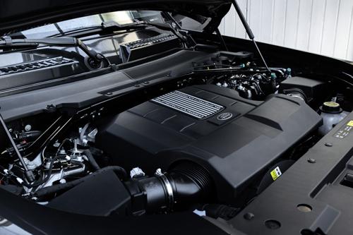 2022-Land-Rover-Defender-V8-engine
