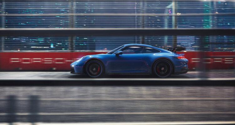 2022-Porsche-911-GT3-side