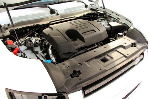 2020-Land-Rover-Defender-P400-engine