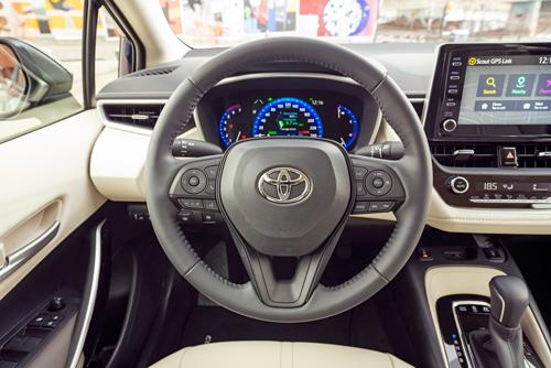 2021-Corolla-Hybrid-dash