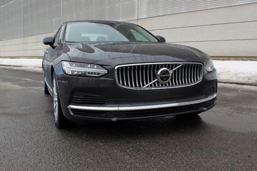 2021-Volvo-S90-Recharge-exterior-3