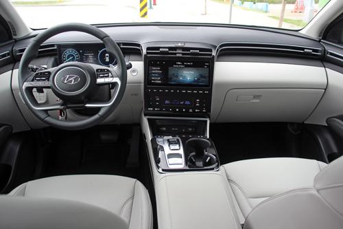 2022-Hyundai-Tucson-Hybrid-16