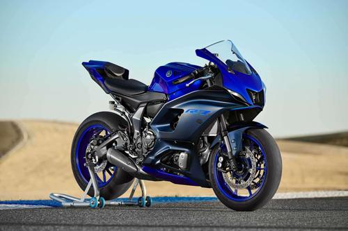 2022-Yamaha-YZF-R7-1