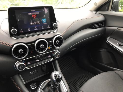 2021-Nissan-Sentra-SR-Interior-13