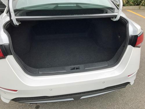 2021-Nissan-Sentra-SR-Interior-16