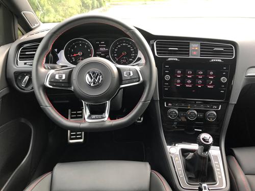 2021-Volkswagen-GTI-interior-8
