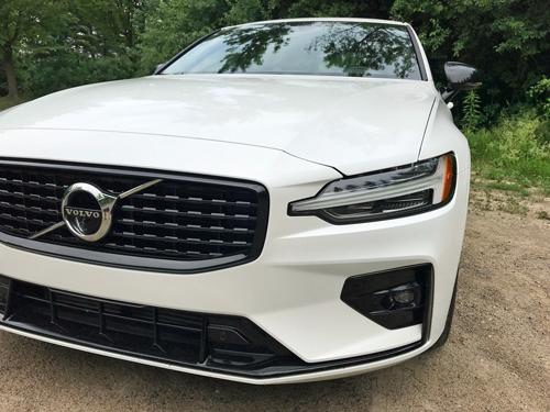 2021-Volvo-S60-2