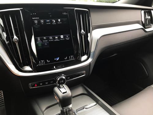 2021-Volvo-S60-7