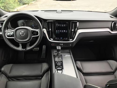 2021-Volvo-S60-8