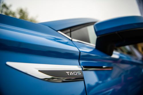 2022-Volkswagen-Taos-21