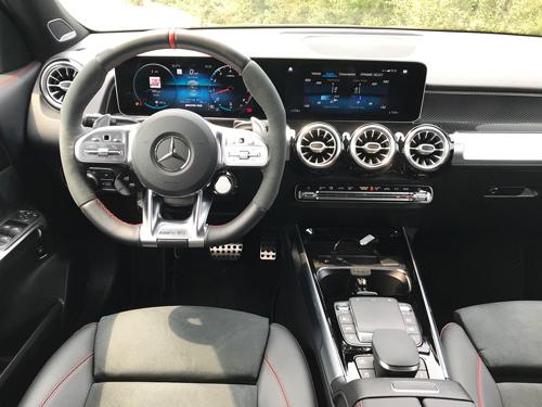 2021-Mercedes-Benz-GLB-35-AMG-interior-11