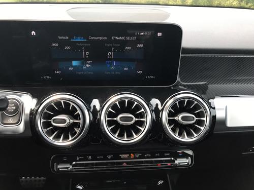 2021-Mercedes-Benz-GLB-35-AMG-interior-13
