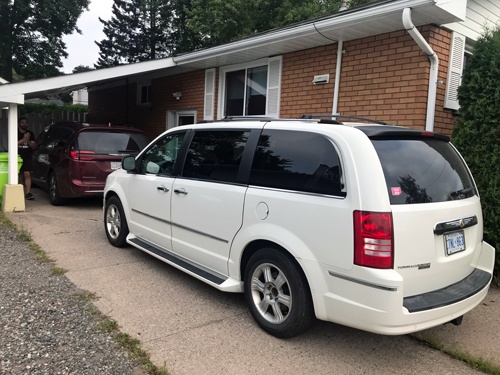 Sister-Chrysler-minivans