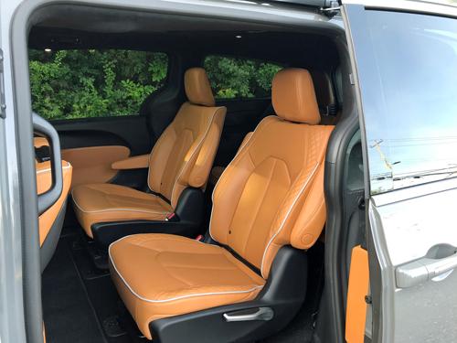 2021-Chrysler-Pacifica-Hybrid-gallery