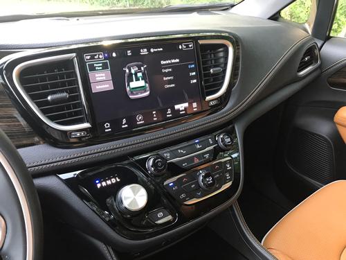 2021-Chrysler-Pacifica-Hybrid-infotainment