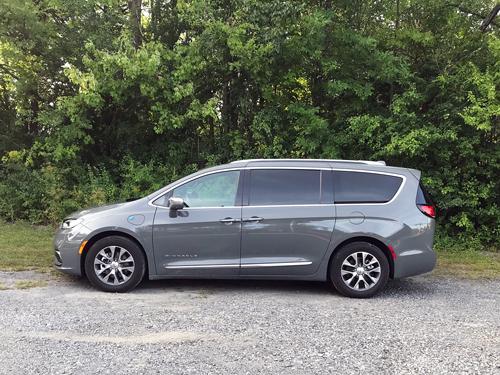 2021-Chrysler-Pacifica-Hybrid-side-profile