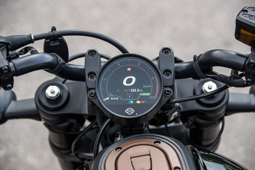 2021-Harley-Davidson-Sportster-S-dash-1