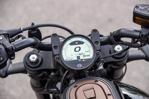 2021-Harley-Davidson-Sportster-S-dash-4