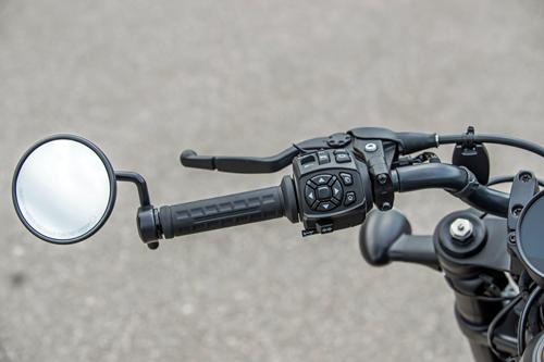 2021-Harley-Davidson-Sportster-S-left-handlebar