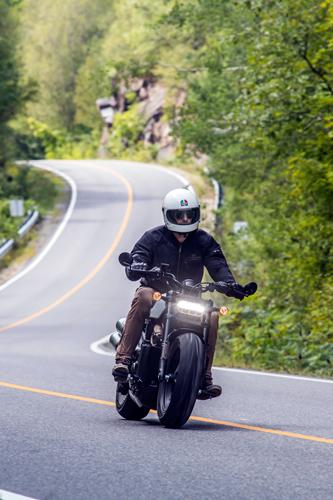 2021-Harley-Davidson-Sportster-S-on-the-road
