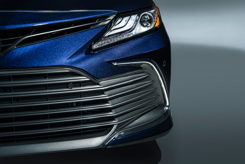 2021-Toyota-Camry-XLE-front-grille