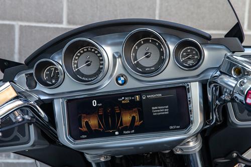2022-BMW-R18-Transcontinental-dashboard