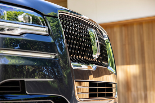 2022-Lincoln-Navigator-front-grill