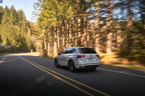 2022-VW-Tiguan-rear